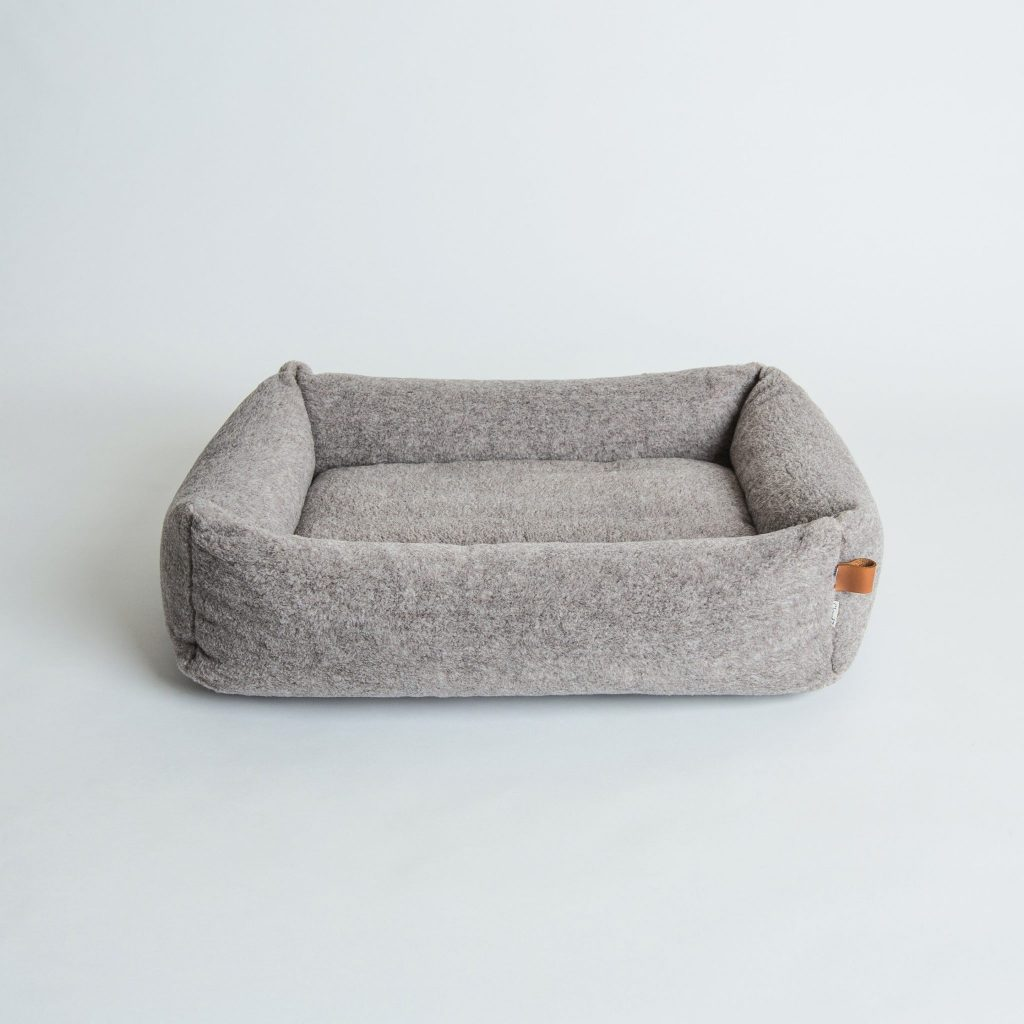 cloud 7 pet bed sleepy deluxe teddy mouse grey fletcher of london luxury pet products. Black Bedroom Furniture Sets. Home Design Ideas